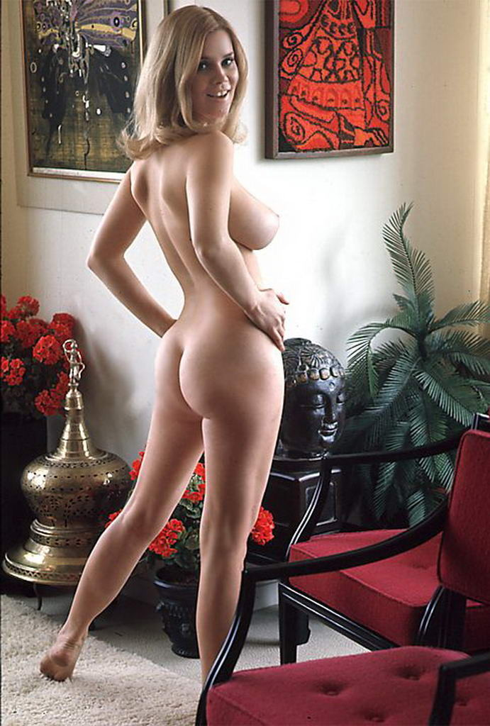 old mature naked woman masterbaiting video