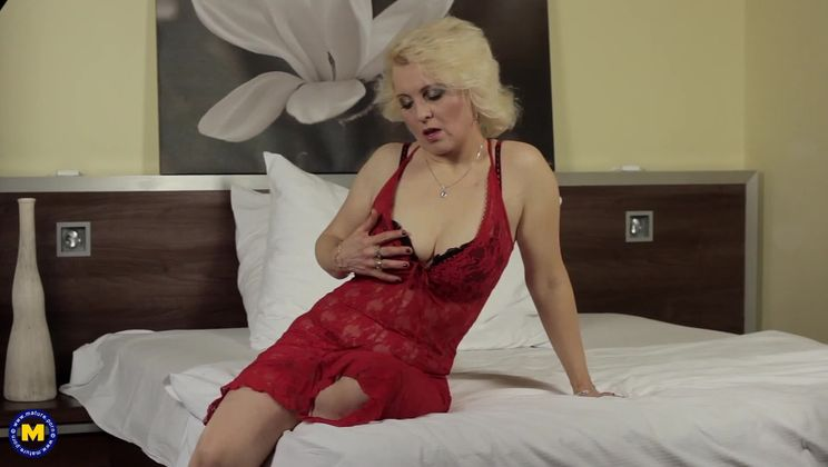 mikes apartment carina busty adventure